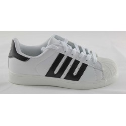 SNEAKERS WOMAN WHITE BACKGROUND BLACK LINE SITUO